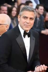 Джорж Клуни с бабочкой