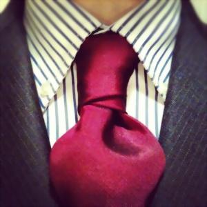 красивый узел ван-вейк на широком галстуке