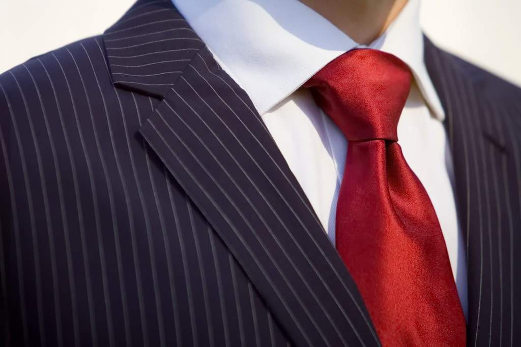 Как завязать галстук - узел виндзор