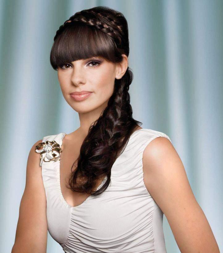 греческие прически с челкой на длинные волосы