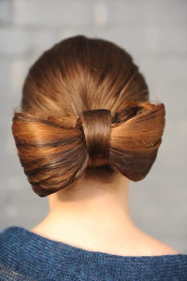 Как сделать бант из волос сзади