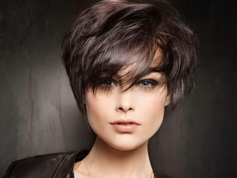 короткие стрижки на густые волосы фото