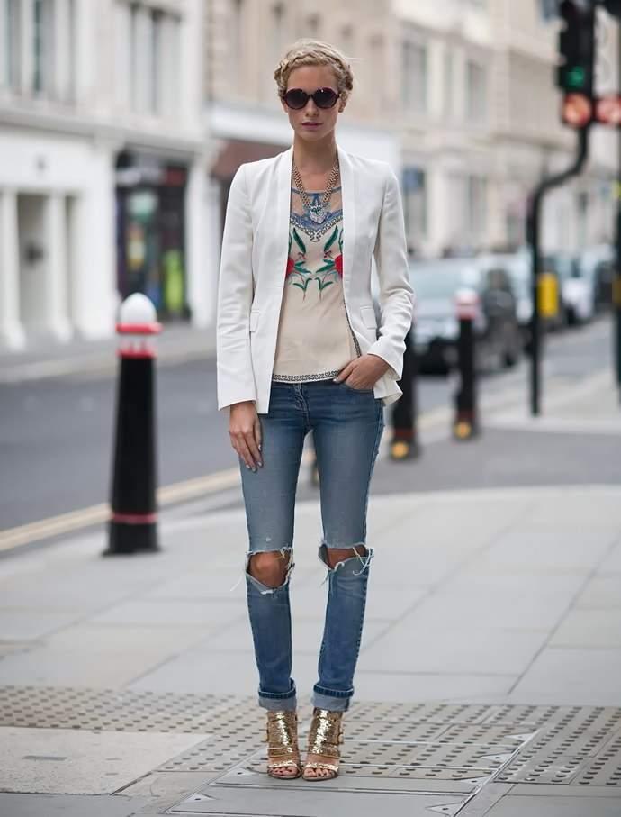 Что носить с рваными джинсами?