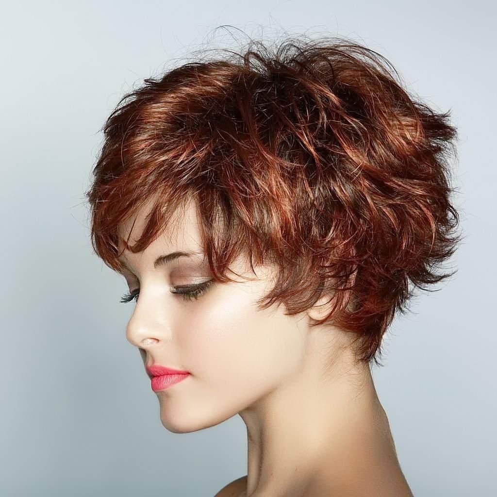 Стрижка на короткие волосы для овальной формы лица