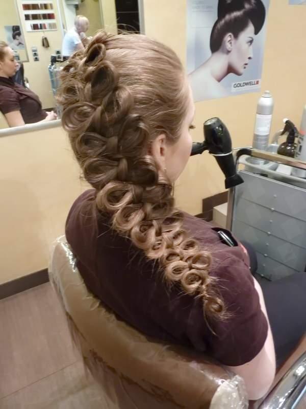 красивые простые прически на длинные волосы - Косичка по французски