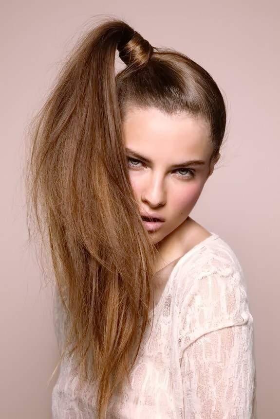 как сделать прическу на длинные волосы - КОНСКИЙ ХВОСТ С ВЫСОКИМ УЗЛОМ