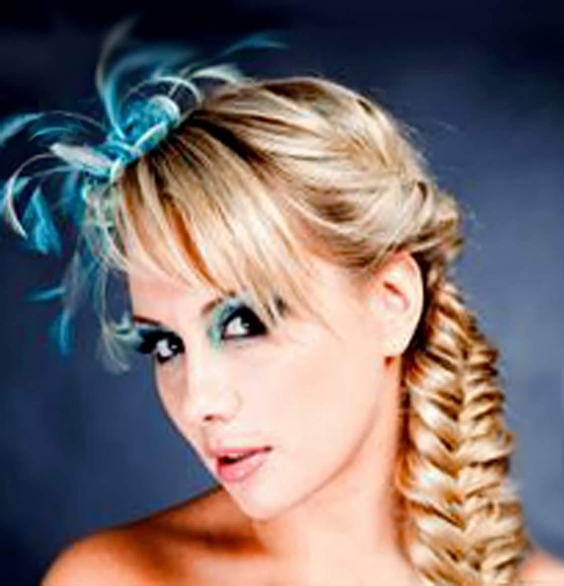 красивые и простые прически на длинные волосы - «РЫБИЙ ХВОСТ» С УКРАШЕНИЯМИ