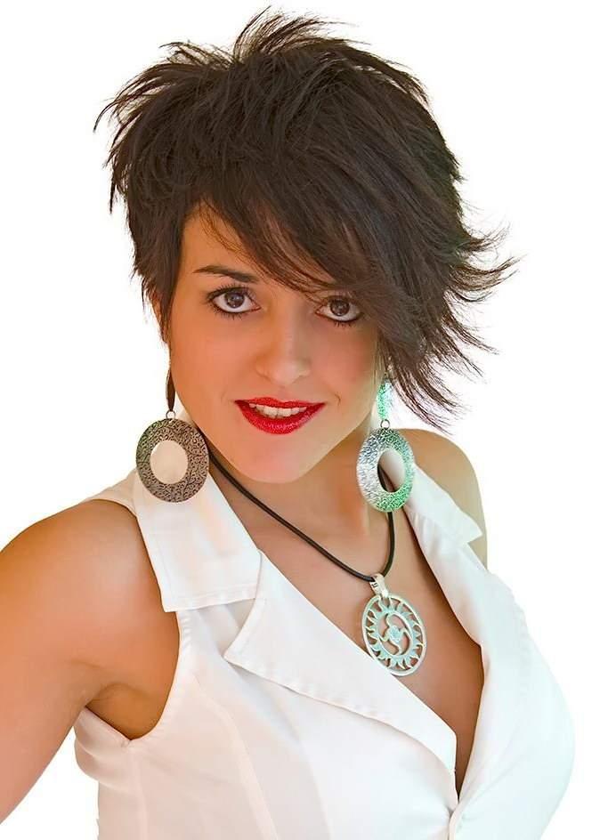 короткие стрижки для кудрявых волос фото