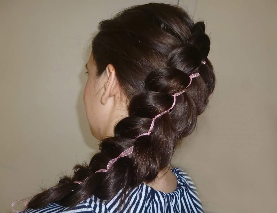 АЖУРНАЯ КОСА С ЛЕНТОЙ - прическа простая на длинные волосы