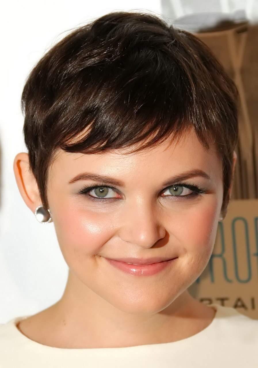 стрижки на короткие волосы для круглого лица - фото