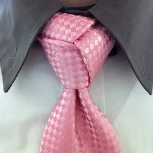 Для этого узла нужна большая длина галстука