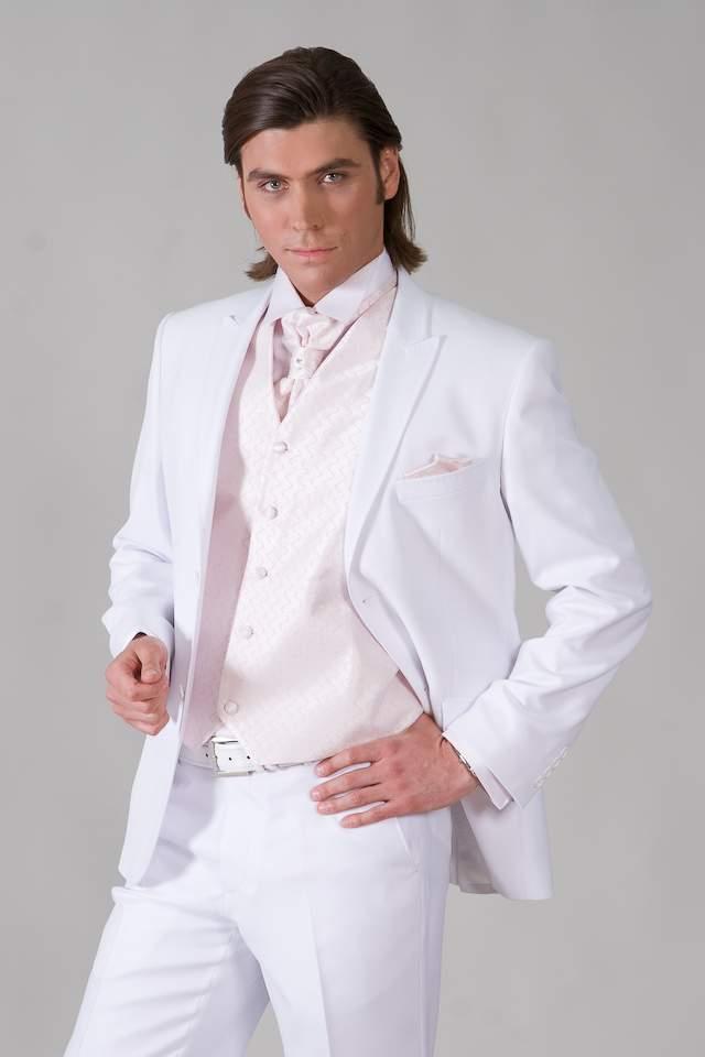 белый костюм тройка