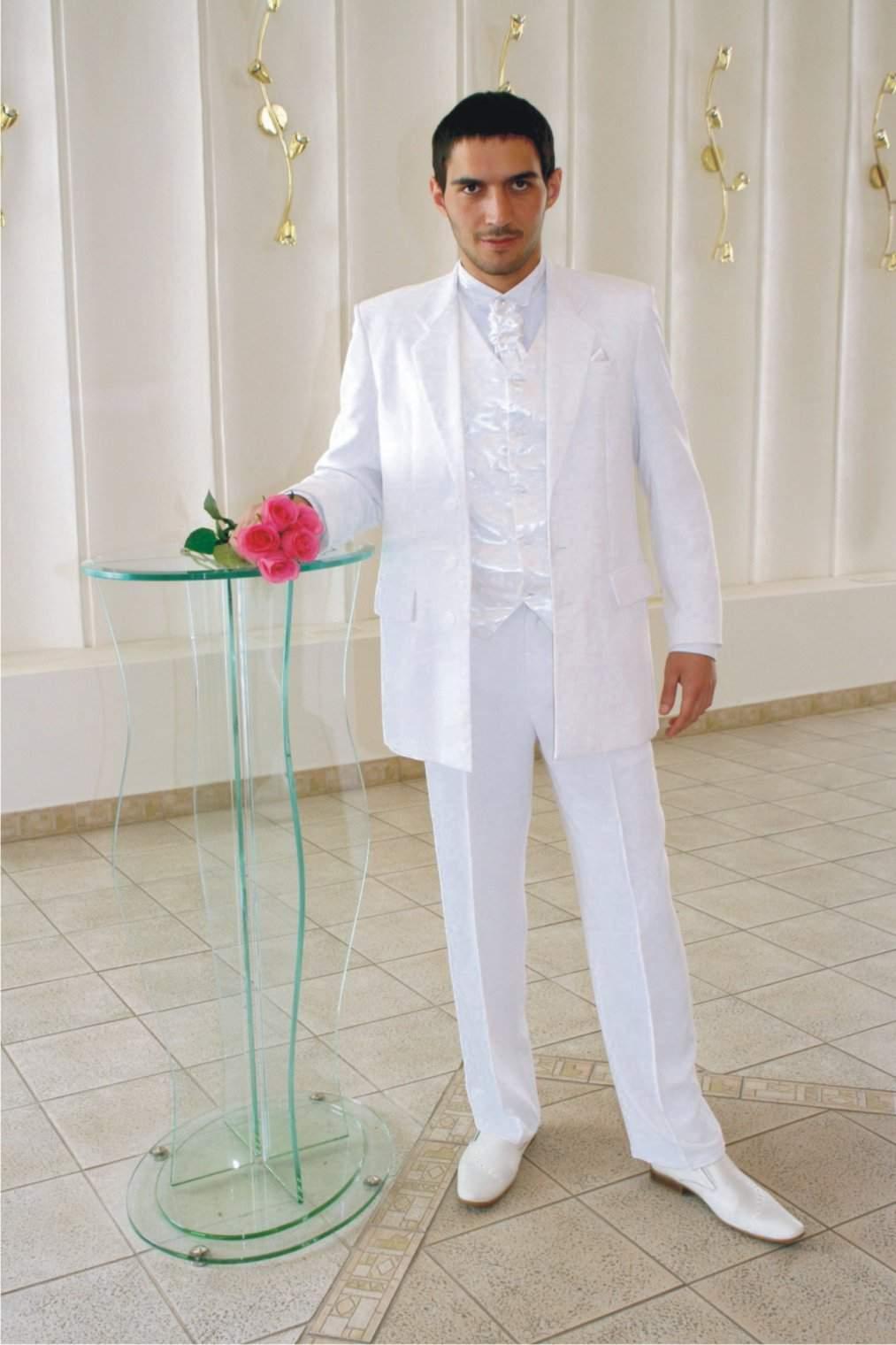 белый свадебный костюм