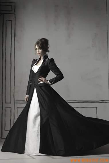 Шикарное готическое свадебное макси-платье.