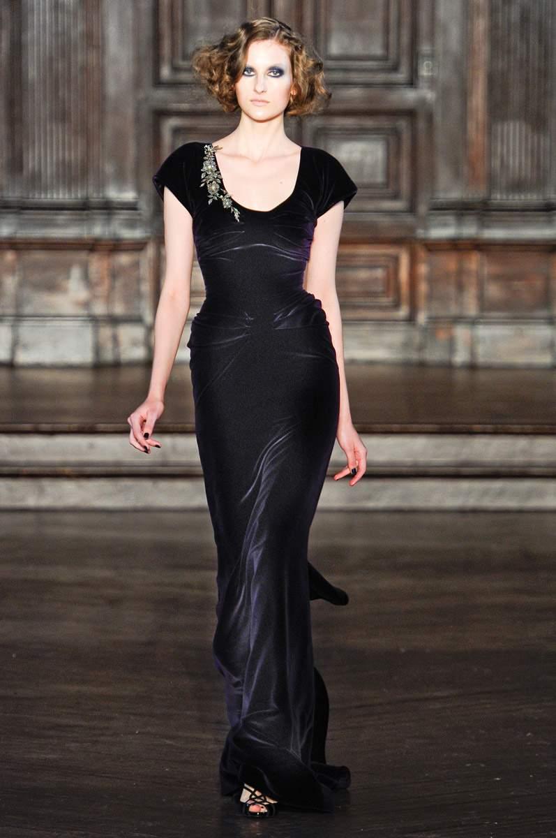 Вечернее платье в готическом стиле.