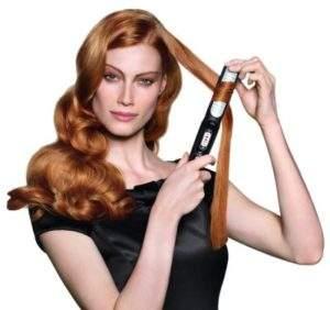 Завивка волос выпрямителем выполняется примерно по тому же сценарию, что и выпрямление, но сопровождается подкручиванием прибора