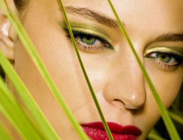 Как сделать естественный макияж для зеленых глаз?