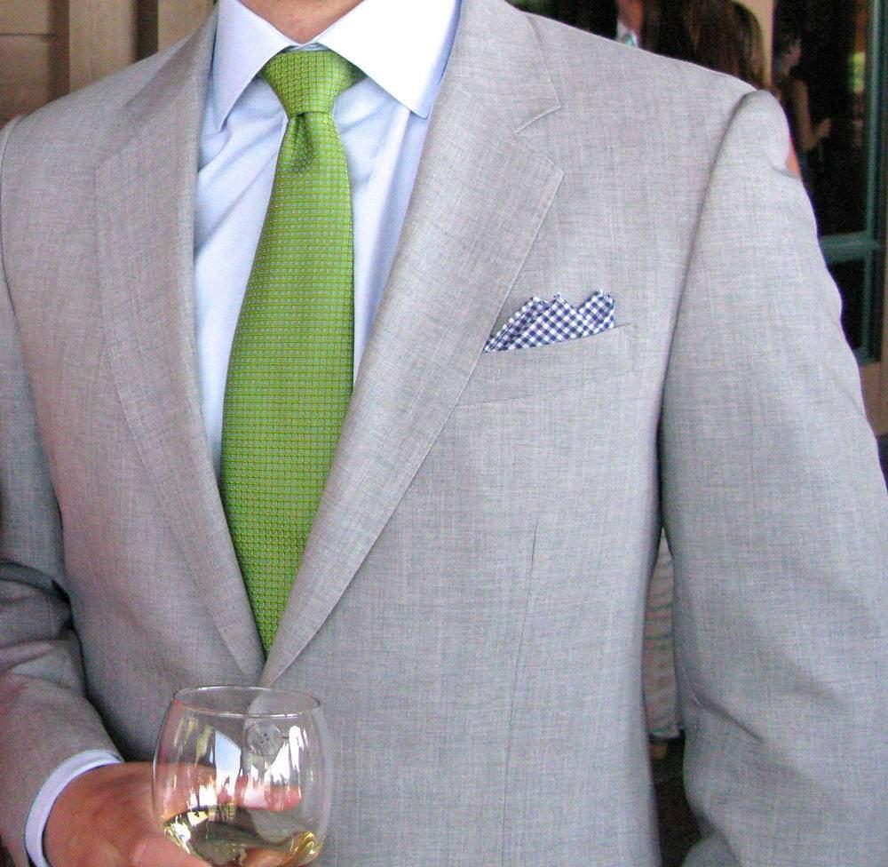 однотонный зеленый галстук