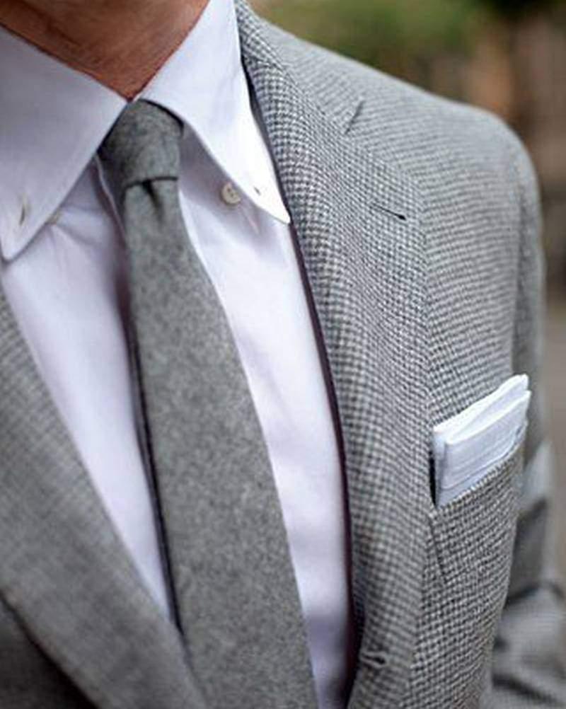 серый галстук